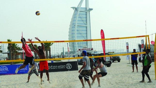 سواحل دبی و زمین های والیبال