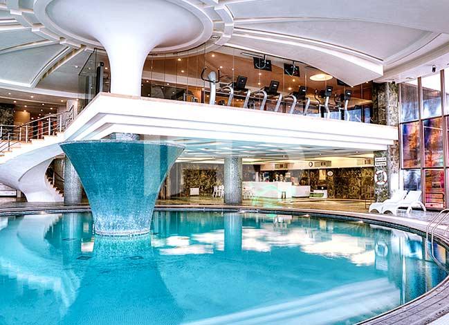استخر هتل شیراز در شیراز