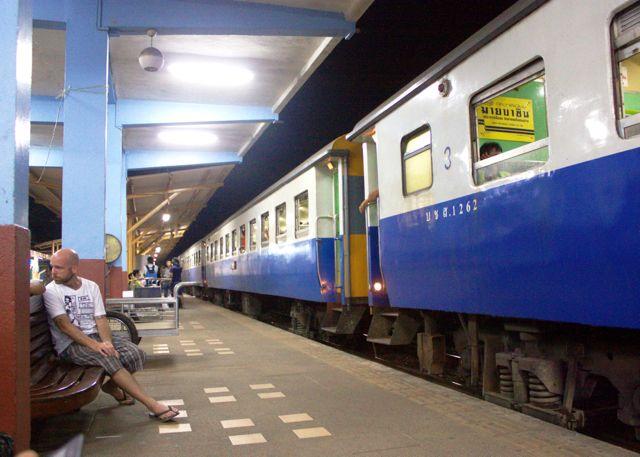 سفر به جزیره سامویی با قطار