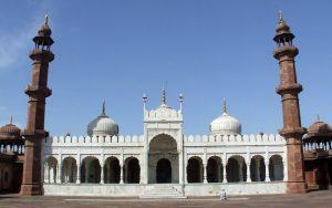 مسجد موتی در کدام شهر هندوستان است؟