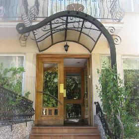 Chrielka Hotel Suites