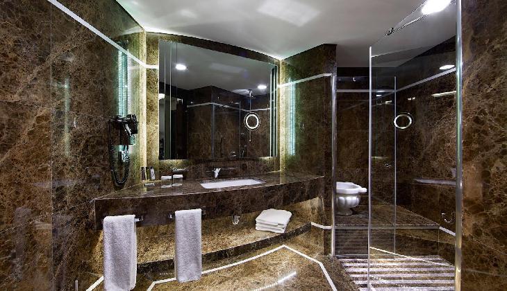 هتل دابل تری بای هیلتون اسنتپه (بیز جواهیر)