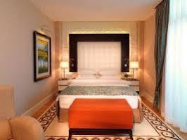 هتل کمپینسکی بادامدار